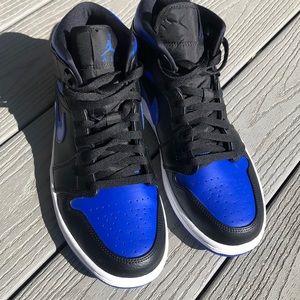 "Jordan Shoes - Jordan 1 mid ""hyper royal"""